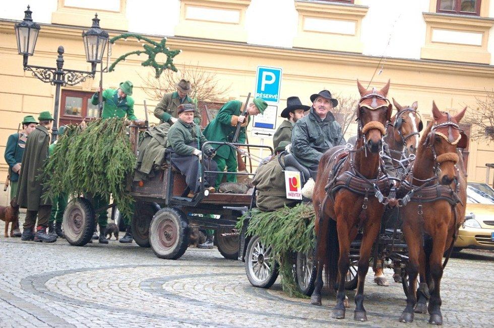 Svatý Hubert se svou početnou družinou zval v pátek 23. listopadu obyvatele města Hranic na tradiční Hubertskou zábavu.