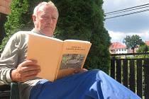 Do dětských let vrací pana Josefa Ehrlicha z Potštátu publikace o zaniklých obcích Libavé.