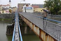Zrezivělou lávku u sokolovny, která byla před více než šedesáti lety zbudována na místě původního Tyršova mostu v Přerově, čeká už v listopadu demolice.