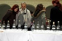 Součástí loňského ročníku soutěže o nejlepší koláč, tentokrát nazvaného Vanilkáč 2007, bylo hodnocení vzorků domácích pálenek z různého ovoce.