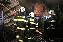 Hasiči zasahují u požáru statku v Miloticích nad Beččvou