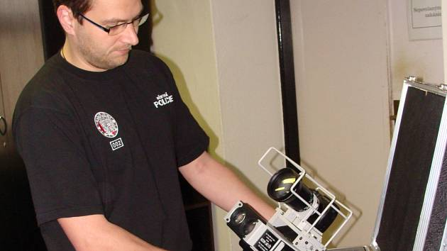 Radar získali přerovští strážníci zhruba před dvěma lety. Kvůli novému zákonu však přístroj leží už od poloviny prosince ve skříni na jejich policejní služebně.