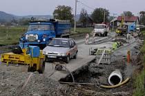 Výstavba ostrůvku v Potštátské ulici je nyní v plném proudu. Po silnici mají brzy jezdit auta z dálniční přípojky.