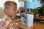 Rozdávání vysvědčení ve 3. třídě Základní školy Drahotuše