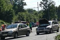 Páteční nehoda dvou aut u železniční zastávky Teplice nad Bečvou