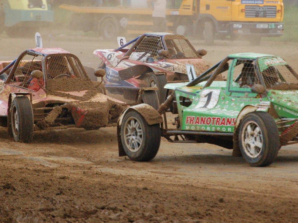 V Přerovské rokli se jel o víkendu 9. – 10. května první závod letošního Mezinárodního mistrovství České republiky v autokrosu.
