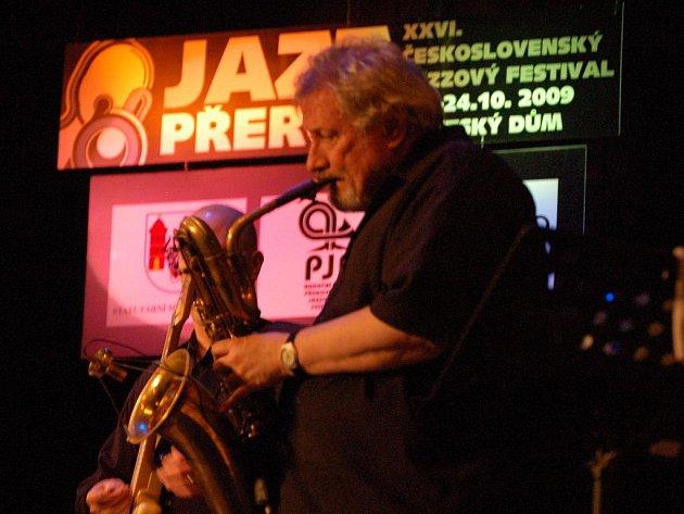 Kvartet famózního amerického bubeníka Steva Gadda byl důstojnou tečkou čtvrtečního festivalového večera. O nezapomenutelný zážitek návštěvníků se postarali klávesista Joy De Francesco, dále pak  barytonsaxofonista Ronnie Cuber a kytarista Paul Bollenback.