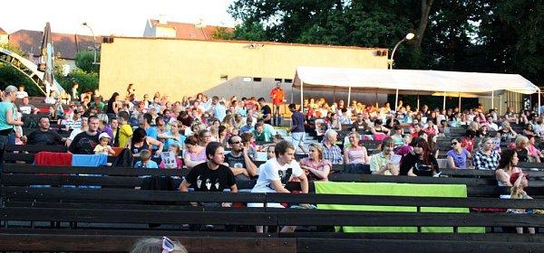 Film Mimoni přilákalo do Letního kina vHranicích více než 1200diváků, dalších 300se vracelo domů snepořízenou zdůvodu omezené kapacity kina