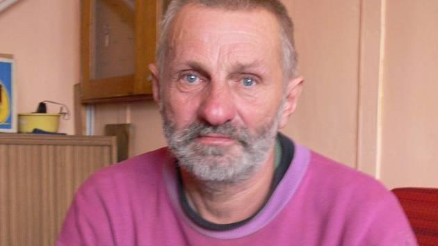 """Miroslav Kedroň žije na ubytovně pro bezdomovce šest let. """"Je mi tu dobře,"""" říká šedesátiletý muž."""