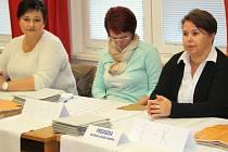 Členové volebních komisí si budou muset na své odměny počkat.