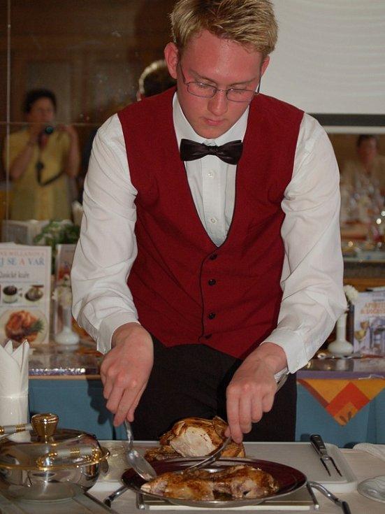 Učitelé se zdokonalovali v gastronomii.