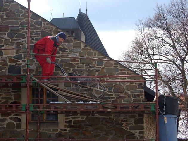 Stavba ubytovny na Helfštýně.