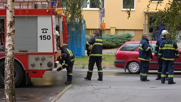 K požáru bytu v sedmém patře panelového domu v Přerově - Předmostí vyjížděli přerovští hasiči.