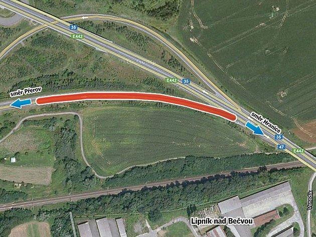 Na pozoru se musejí mít také řidiči při napojení na čtyřproudou vozovku E 442 ve směru z Přerova do Hranic při výjezdu ze silničního obchvatu u Lipníka nad Bečvou.