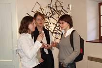Výstava Kristýny Habermannové (na snímku vpravo) potrvá až do 30. srpna.