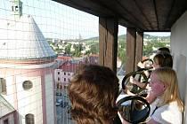 V rámci Muzejní noci zahráli z ochozu radniční věže trubači.