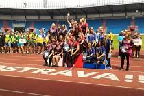 ZLATÉ. Družstvo žen SDH Milotice (druhé zleva) ovládlo o víkendu krajské kolo v požárním sportu v Ostravě.