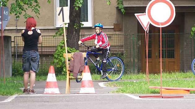 Mladí cyklisté prověřili své znalosti.