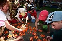Na oslavě byly pro děti připraveny různé hry a soutěže.