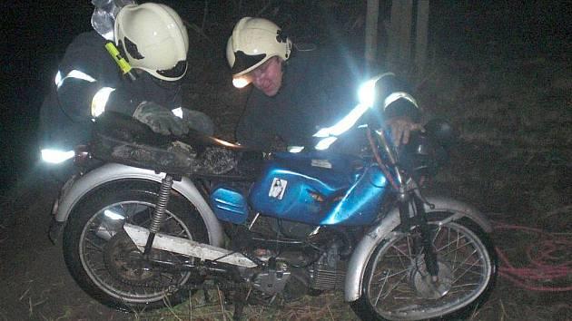 Nehoda motorky  ve Veličce