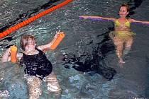 Plavání pro těhotné na plovárně v Hranicích