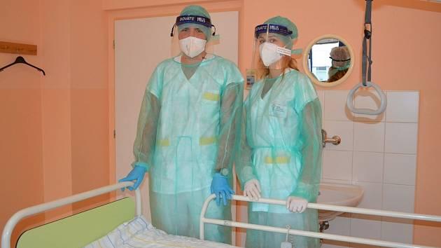 Zdravotníkům v nemocnici ve Valašském Meziříčí pomáhají i studenti Střední zdravotnické školy v Hranicích.