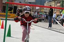 Den bez aut v Hranicích