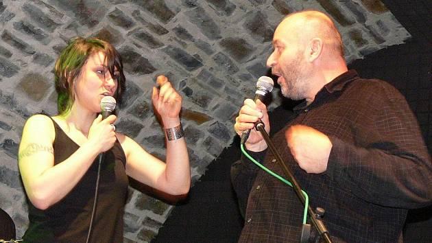 Jan Burian představil svou novou desku Dvanáct druhů samoty a s Lenkou Dusilou si na pódiu střihl duet