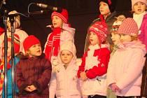 Vánoční hvězdičky rozzářily přerovské náměstí.
