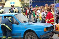 Zajímavá podívaná se naskytla v pátek dopoledne návštěvníkům náměstí v Lipníku, proběhla zde akce Bezpečné město.