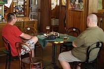 V restauraci bez cigaret, kouřit lze jen na zahrádce