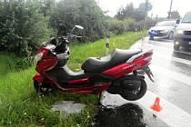 Dopravní nehodna na kruhovém objezdu v Hranicích v pondělí 20. července.