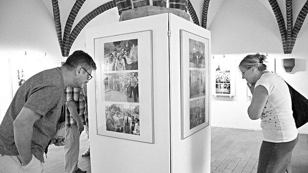 Slavnostní vernisáží byla v pondělí 17. září zahájena výstava fotografií Oli V. Helcla
