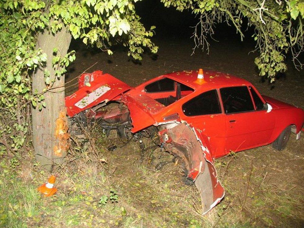 Lehké zranění utrpěl při nehodě mezi Oldřichovem a Sušicemi čtyřiadvacetiletý řidič osobního vozu Škoda 110. Nehoda se stala ve středu 28. října odpoledne.