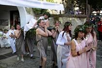Osobně se dostavil i bůh vína Dionýsos.