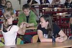 Chemie jako hra. O tom, že chemie není jen spousta vzorečků se přesvědčili studenti hranického gymnázia.