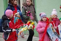 Dívky v Citově vodily májku