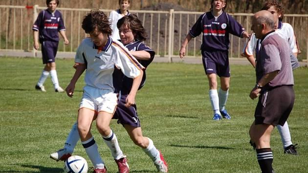 Áčko starších žáků bez trenéra Novotného podlehlo 1. HFK Olomouc na jeho hřišti 0:2.