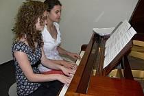 Na koncertě soudobé vážné hudby v Hranicích se v pondělí večer představily Barbora Holíková, Renata Hlavová (na snímku) a Tereza Dvořáková