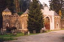 Romantický hrad Kunzov se stal kulturní památkou.