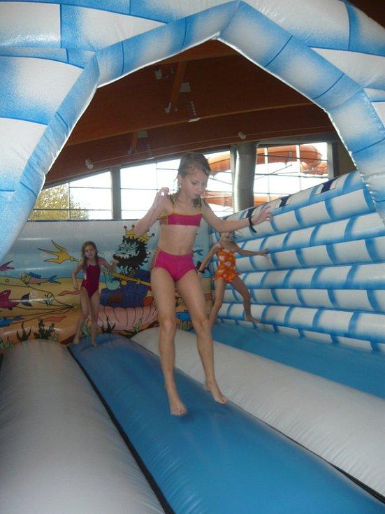 U příležitosti dvouletého výročí hranické Plovárny mohly především děti vyzkoušet různé soutěže.