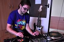 Hranický hudebník Rocko za svými gramofony
