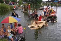 Rybník ve Vlkoši patřil netradičním plavidlům.