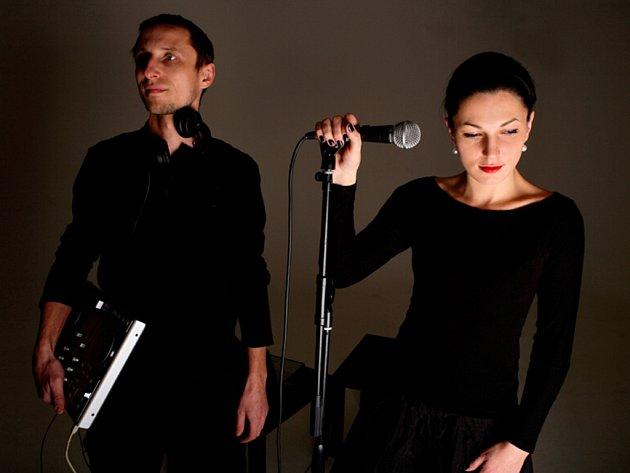 Polovinu projektu The Deeloping Artits tvoří charismatická zpěvačka Gabriela.