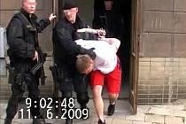 Policisté muže zadrželi několik dní po činu v místě bydliště.