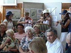 Tělocvična Základní školy v Drahotuších patřila po celý víkend výstavě dokumentů a fotografií z historie Drahotuš.