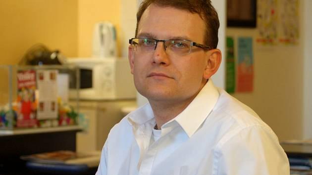 Neslyšící Jaroslav Peřina našel po dlouhém hledání práci v Kroku.