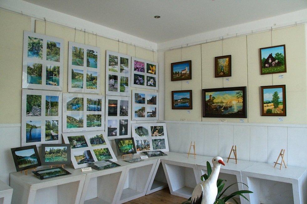 První salon výtvarníků v Galerii M+M v Hranicích.