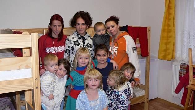 Obyvatelky azylového domu ve Slavíči.