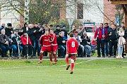 Fotbalisté Ústí (v červeném). Ilustrační foto